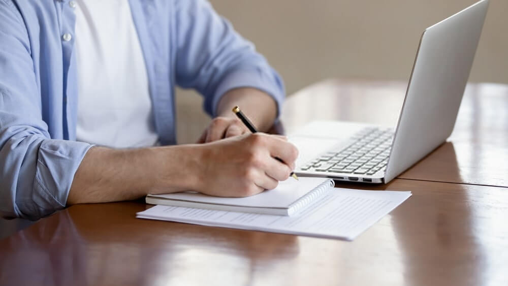Top 7 Consideration While Selecting Professional Assignment Writers